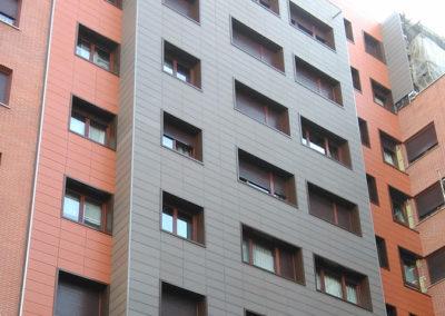 Rehabilitación energética mediante fachada ventilada cerámica y pocelánica en Barakaldo