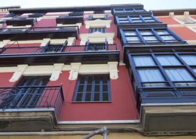 Restauración de fachada en la calle Gordóniz de Bilbao