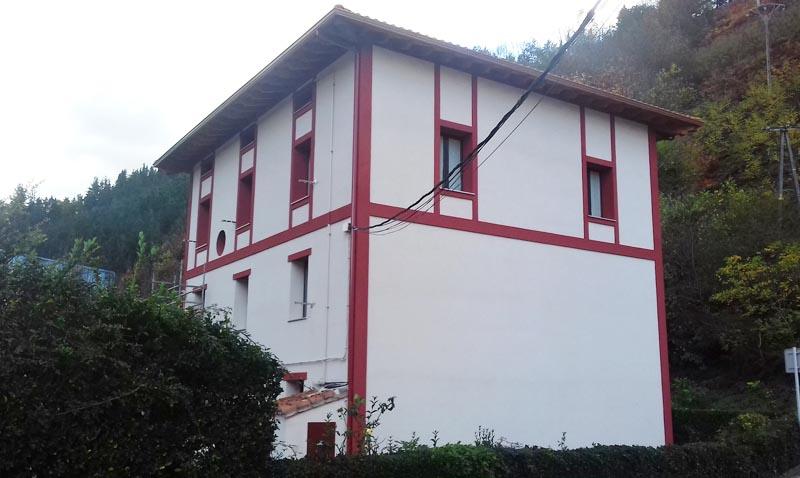 Rehabilitación energética SATE de fachada y cubierta en Alfonso VIII nº3 de Mondragón