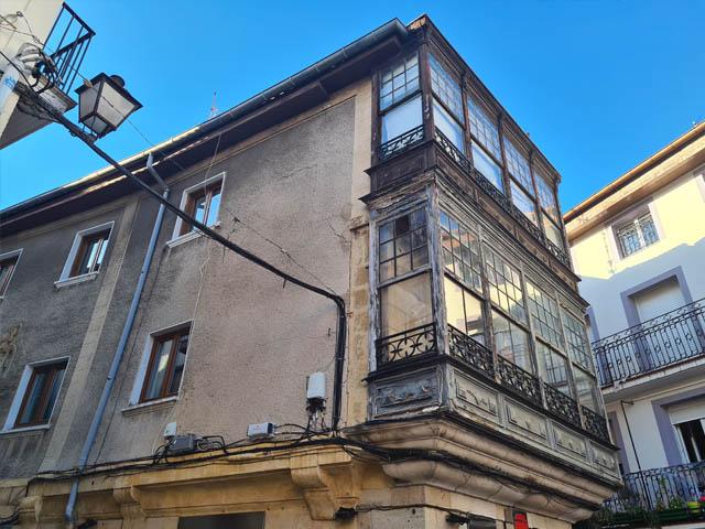 Restauración de fachadas y miradores en La Mar 32, Castro Urdiales